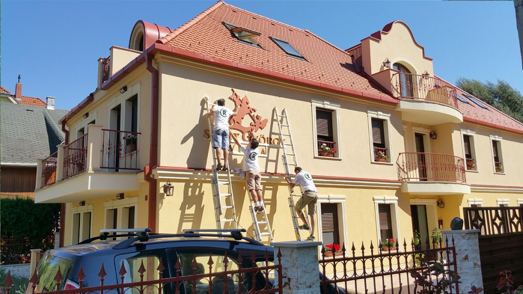 Szent György Villa dekor