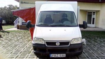 Gusztahús - autódekoráció